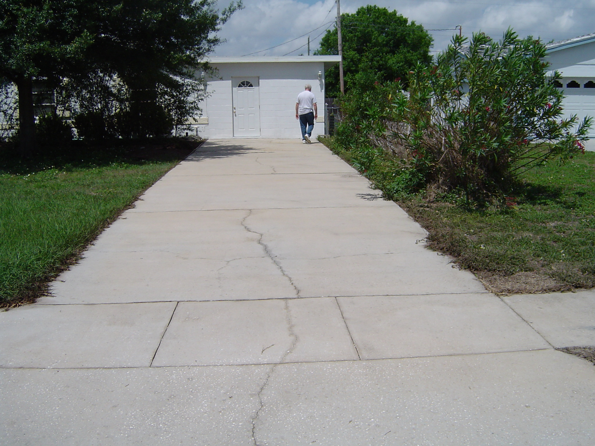 All surface pressure cleaning driveway and sidewalk for Cement driveway cleaner